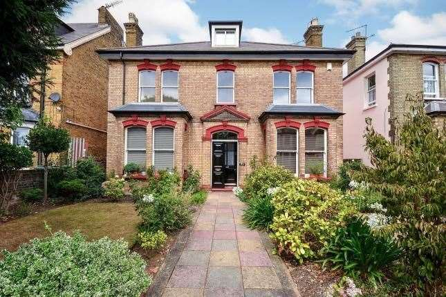 Six-bed detached house in Pelham Road, Gravesend. Picture: Zoopla / Mann
