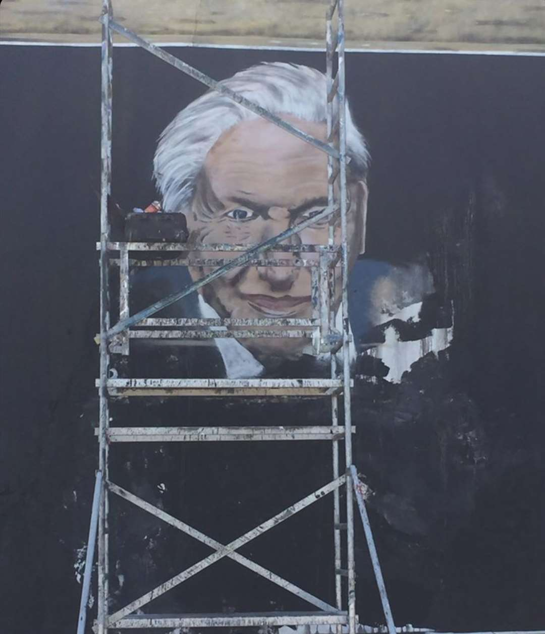 Graffiti artist Paddy Watts hopes Sir David Attenborough's mural will inspire beachgoers to treat the seaside with respect.  Image: @ pad303