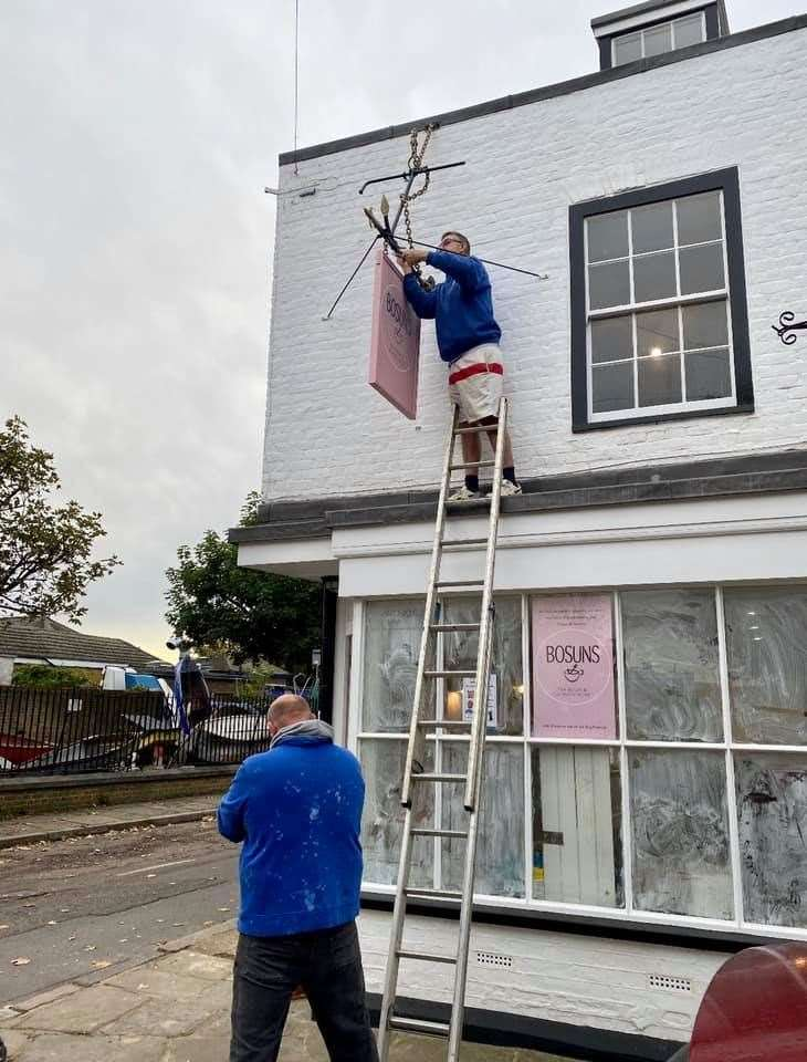 New 'pub' sign going up outside Bosuns tea room at Queenborough