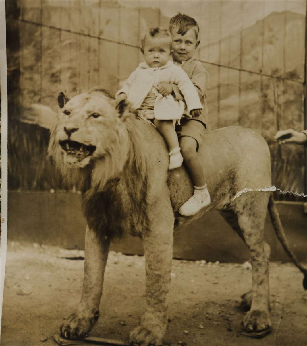 Brothers Gordon and Alec Crouch pose on the lion in 1936