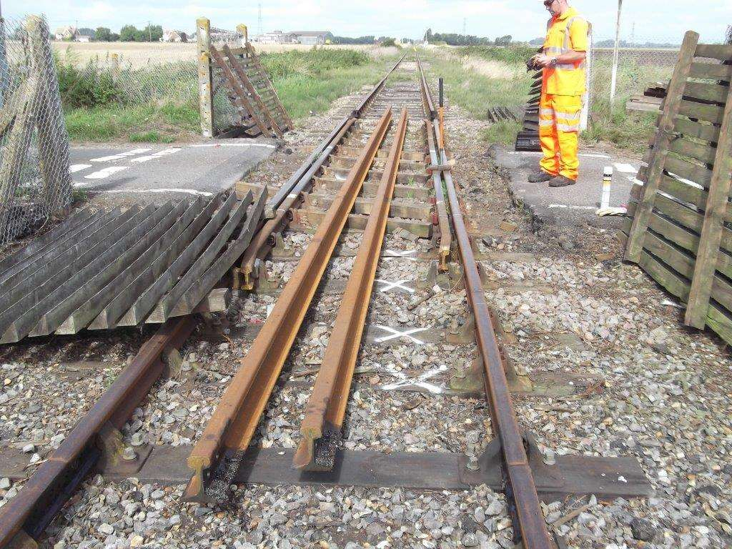 The patch odf railway being fixed (4018692)