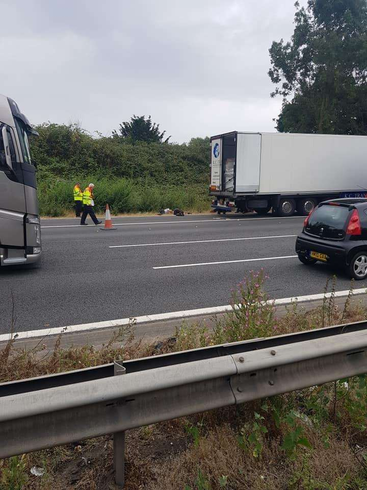 A lorry driver had found people in his vehicle. (3191147)