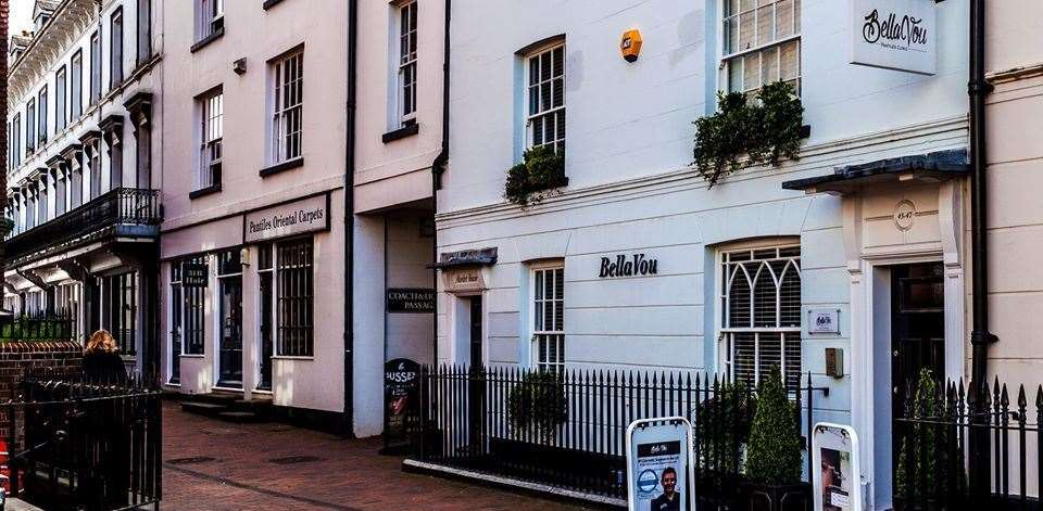 The Bella Vou Pantiles Clinic offers surgical and non-surgical cosmetic procedures and treatments from a purpose-built private clinic in the heart of Tunbridge Wells.