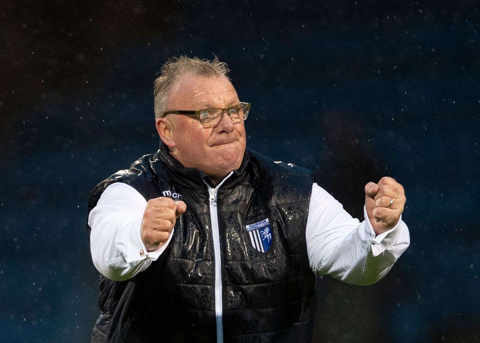 Gillingham manager Steve Evans has added Celtic's Scott Robertson to his squad