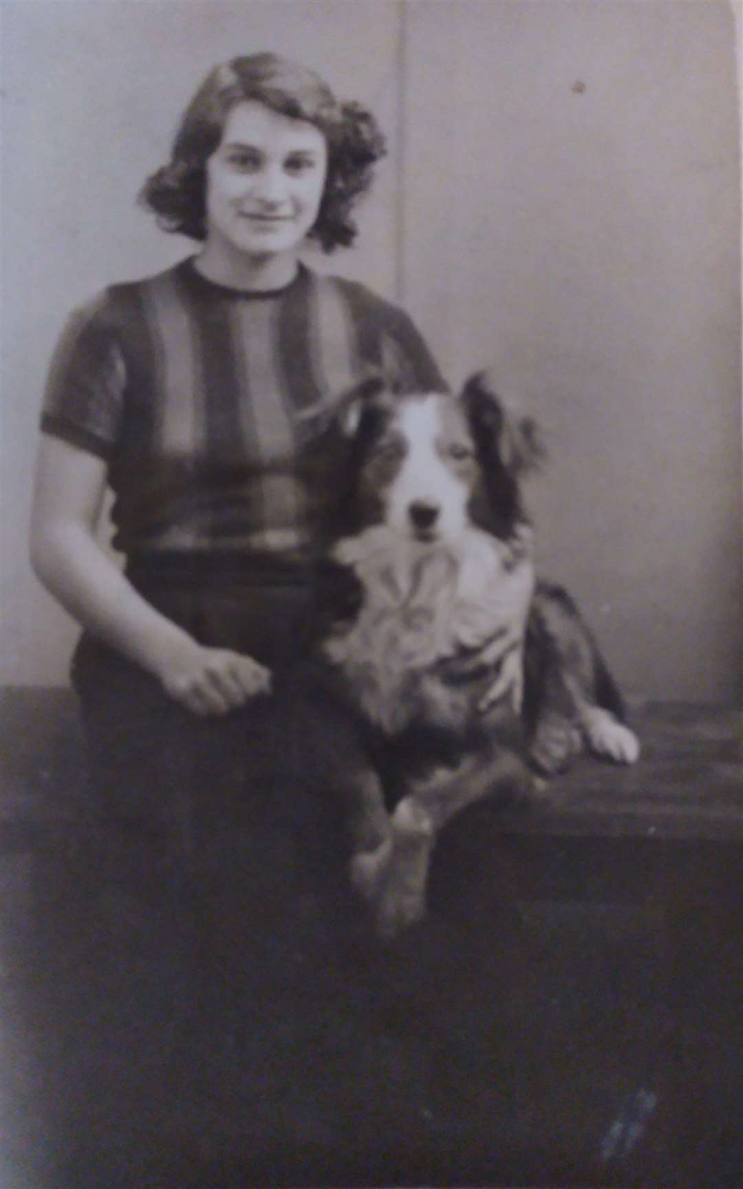 June Mackenzie in 1943 (9946729)