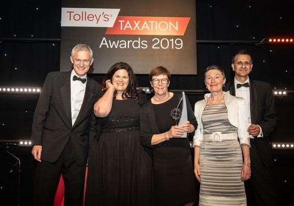 Jeremy Vine and Vee Babla of Vantage present the award to (from left) managing director Brady Last, CEO/ founder Sue Nelson and board advisor Margaret Connolly (10789732)