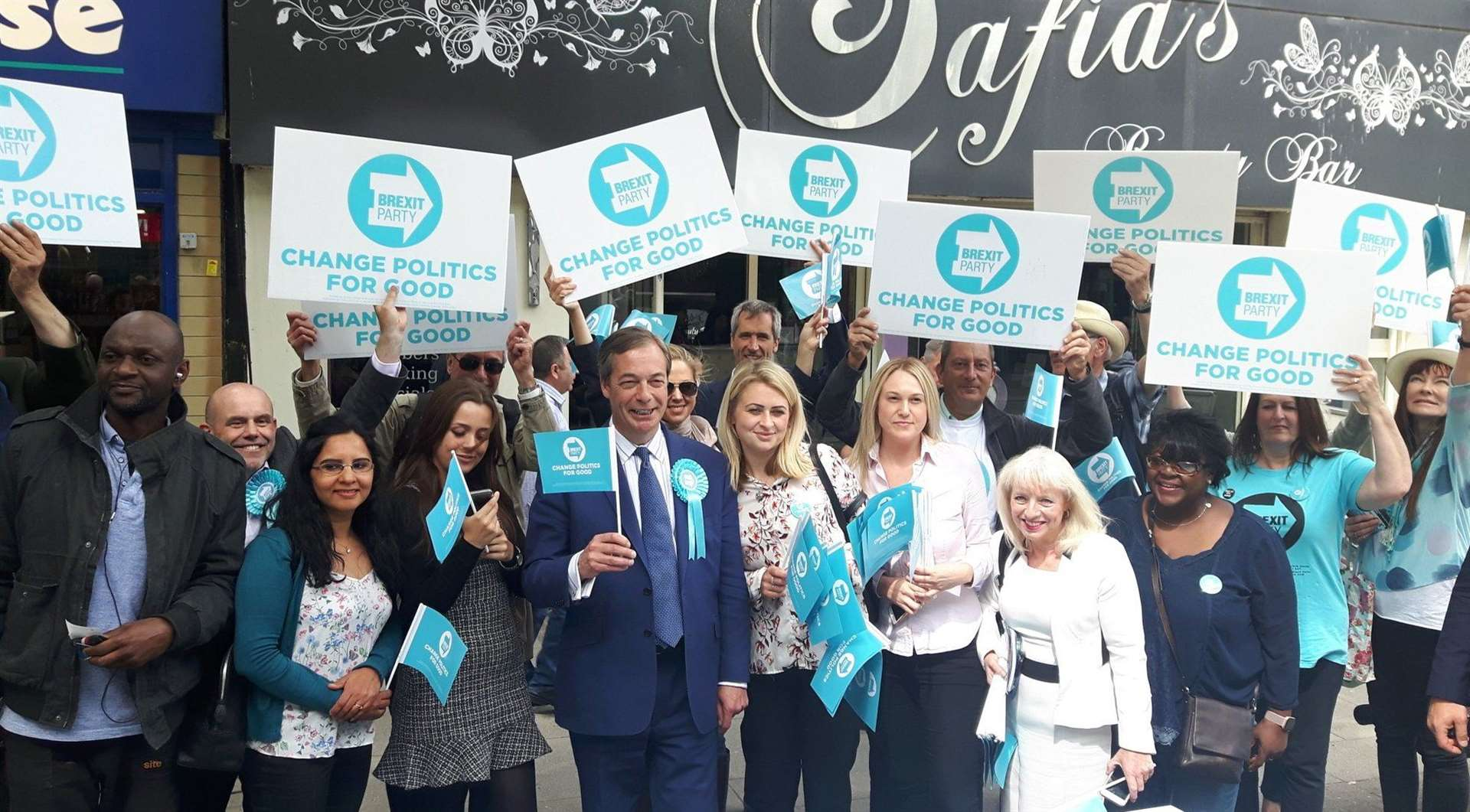 Nigel Farage with Brexit Party supporters in Gravesend