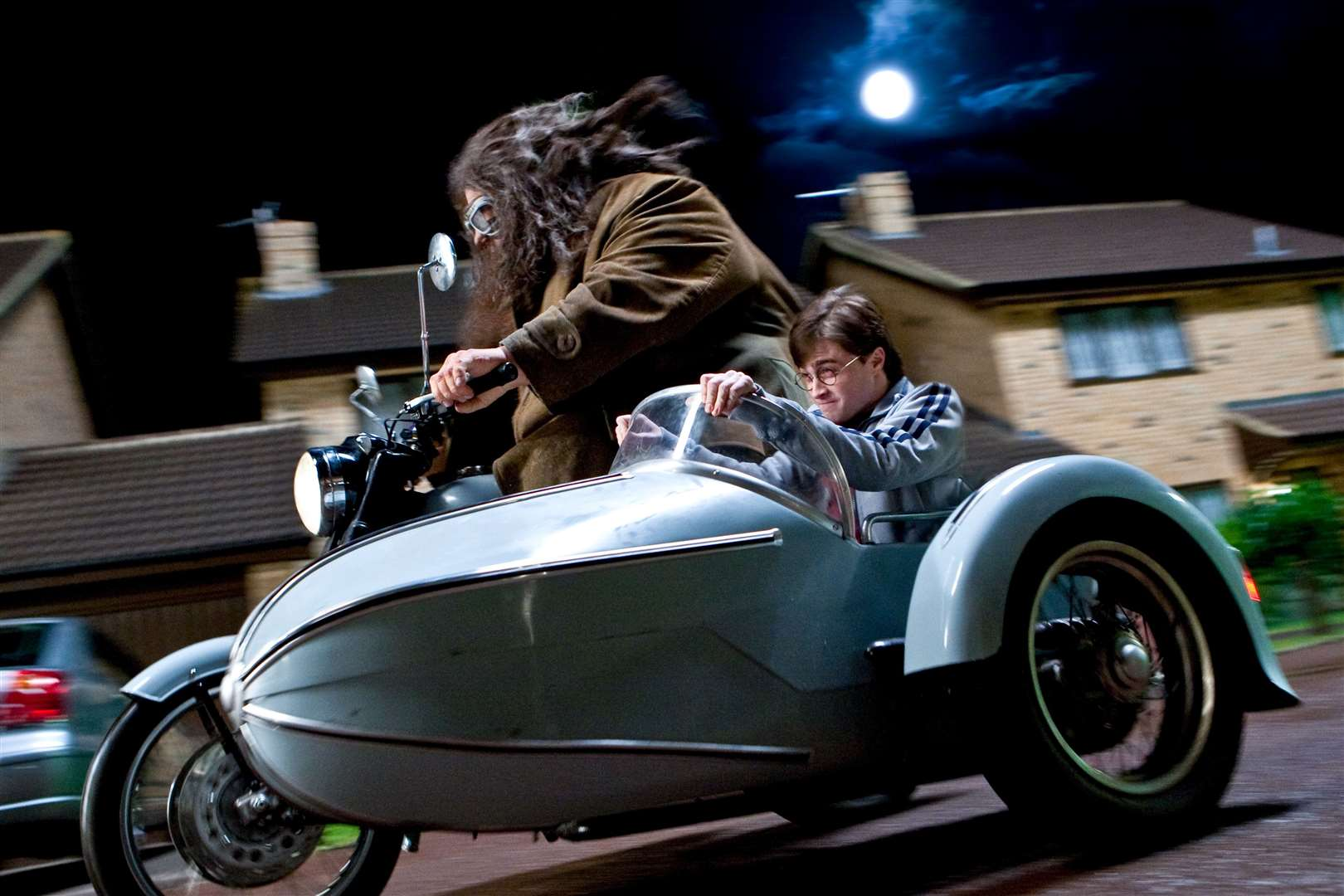Hagrid escorts Harry Potter away from Death Eaters moments before Hedwig dies above Dartford