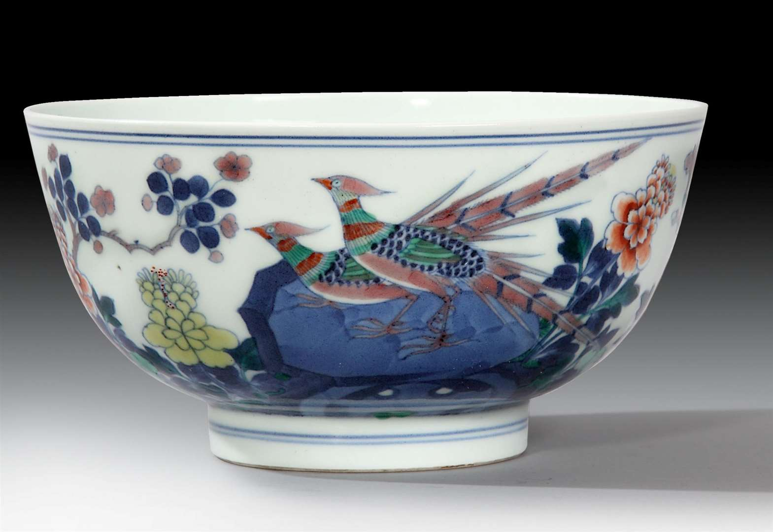 This Chinese Imperial porcelain bowl sold for £195,000