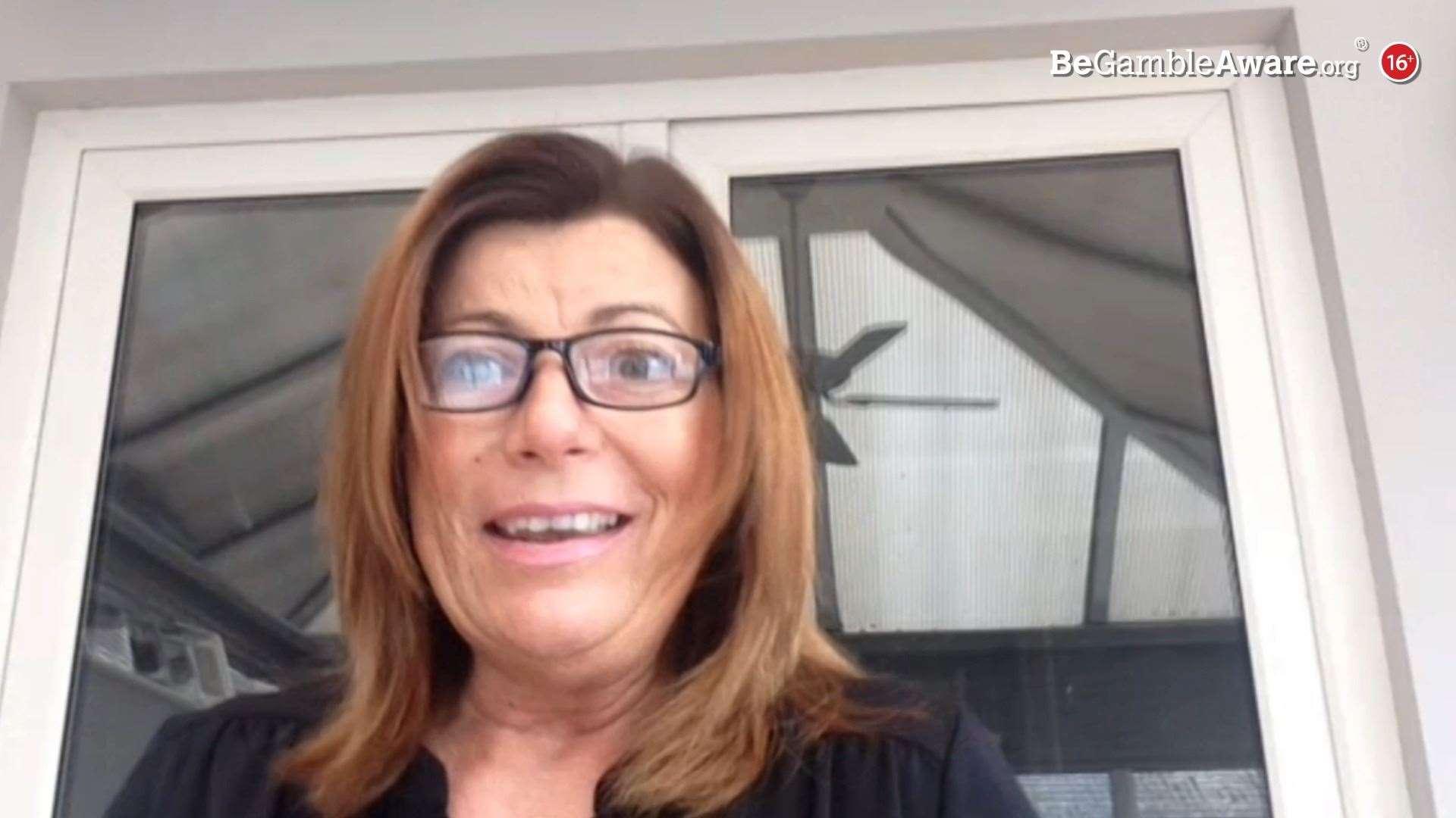 Michele Witham memenangkan £ 60.000 pada Lotere Kode Pos Rakyat
