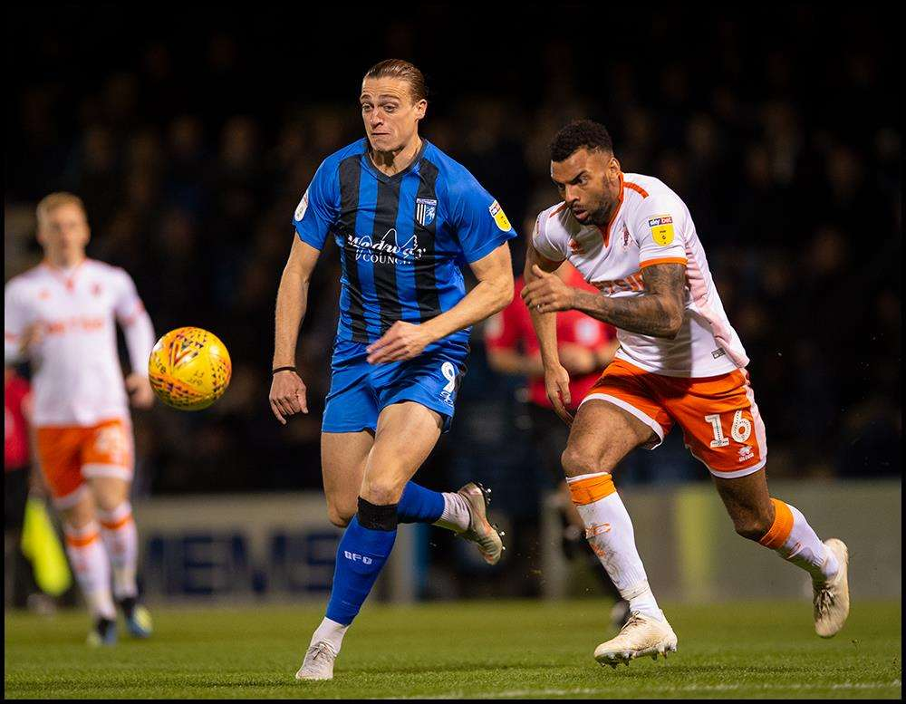 Tom Eaves looks to get Gills going Picture: Ady Kerry