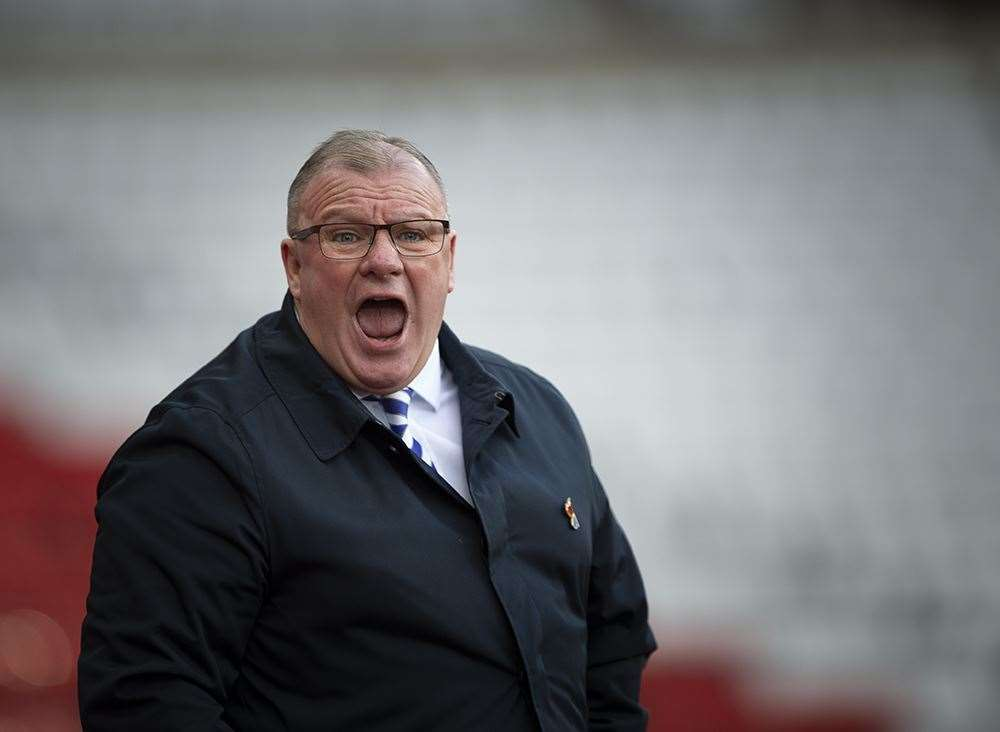 Steve Evans gets his message across as the Gills improve in the second half at Sunderland Picture: Ady Kerry (21252995)