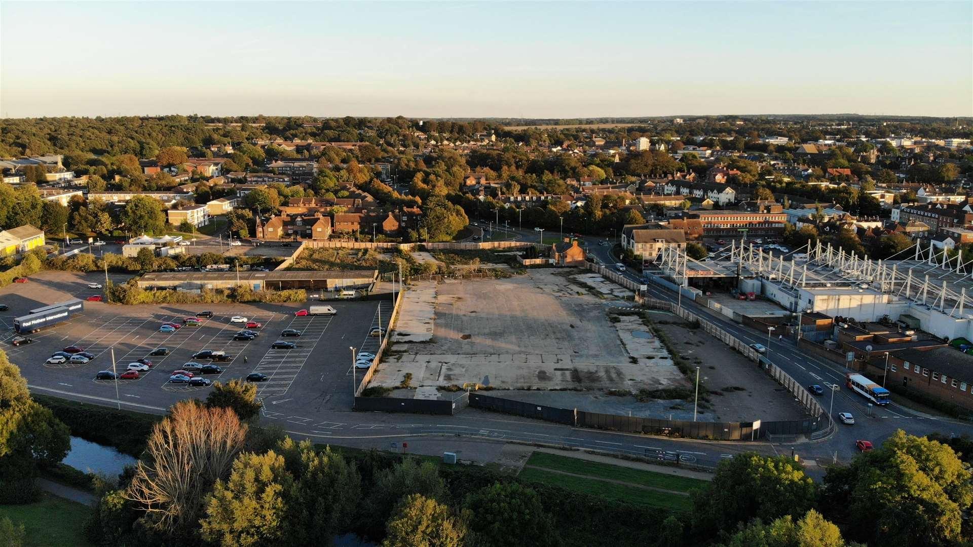 Main-d'œuvre sur le chantier de construction de Kingmead avant le début de l'année
