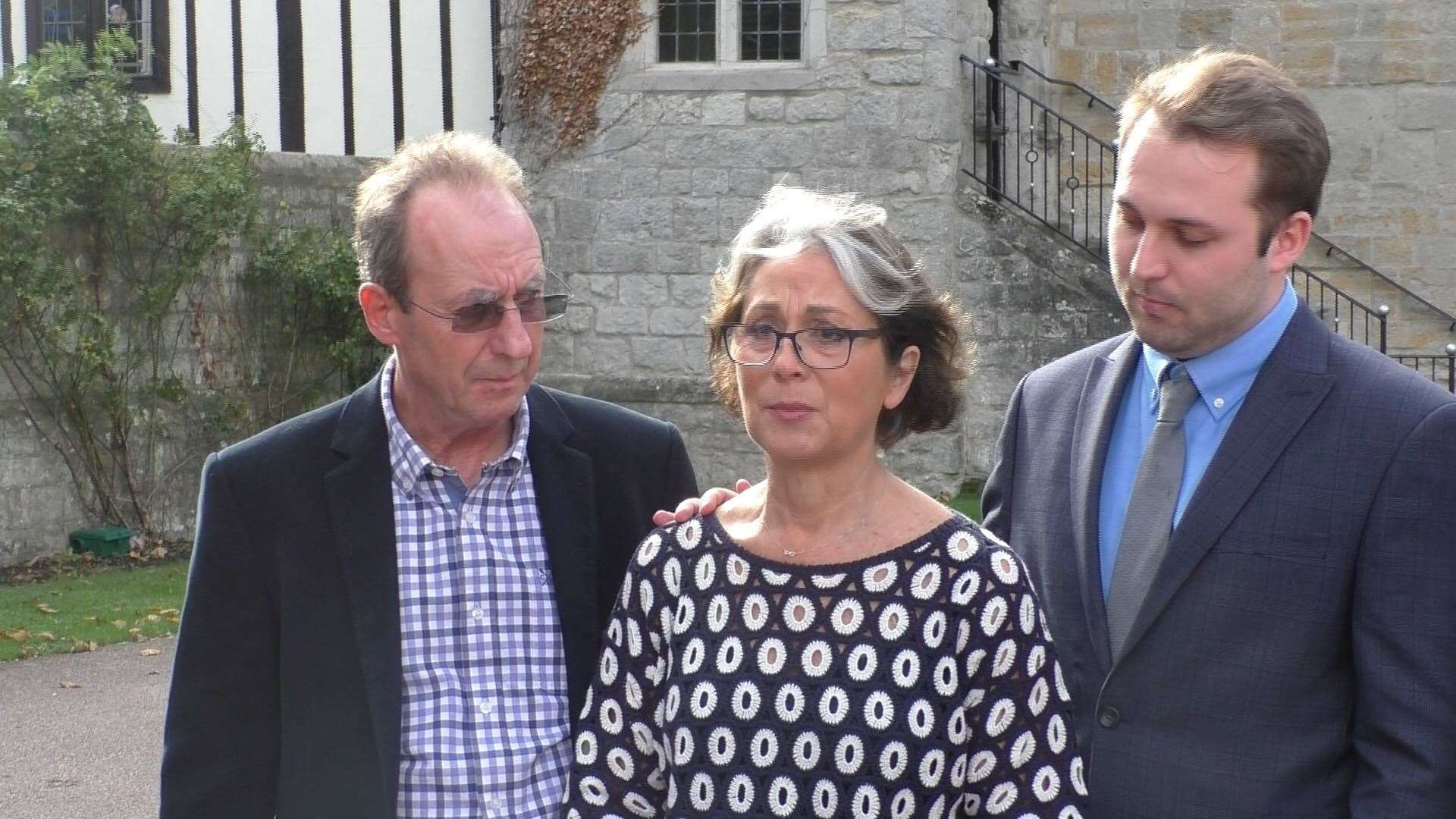 Tim Mason's parents, Gavin and Fiona, outside court (5121108)