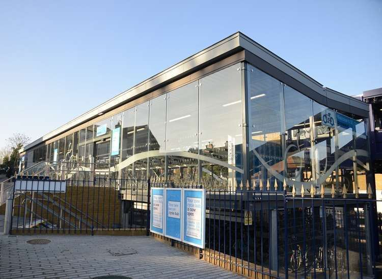 Gravesend Station Cycle Hub (14667622)