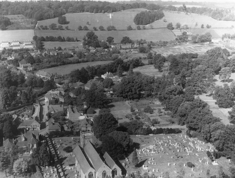 Una foto aérea de Shoreham cerca de Sevenoaks de septiembre de 1947, que muestra la cruz en los Downs