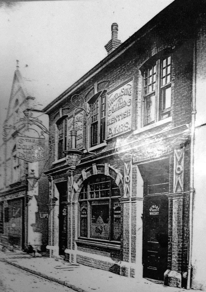 The Dolphin pub in Queen Street, Gravesend, before it was established as a fish restaurant
