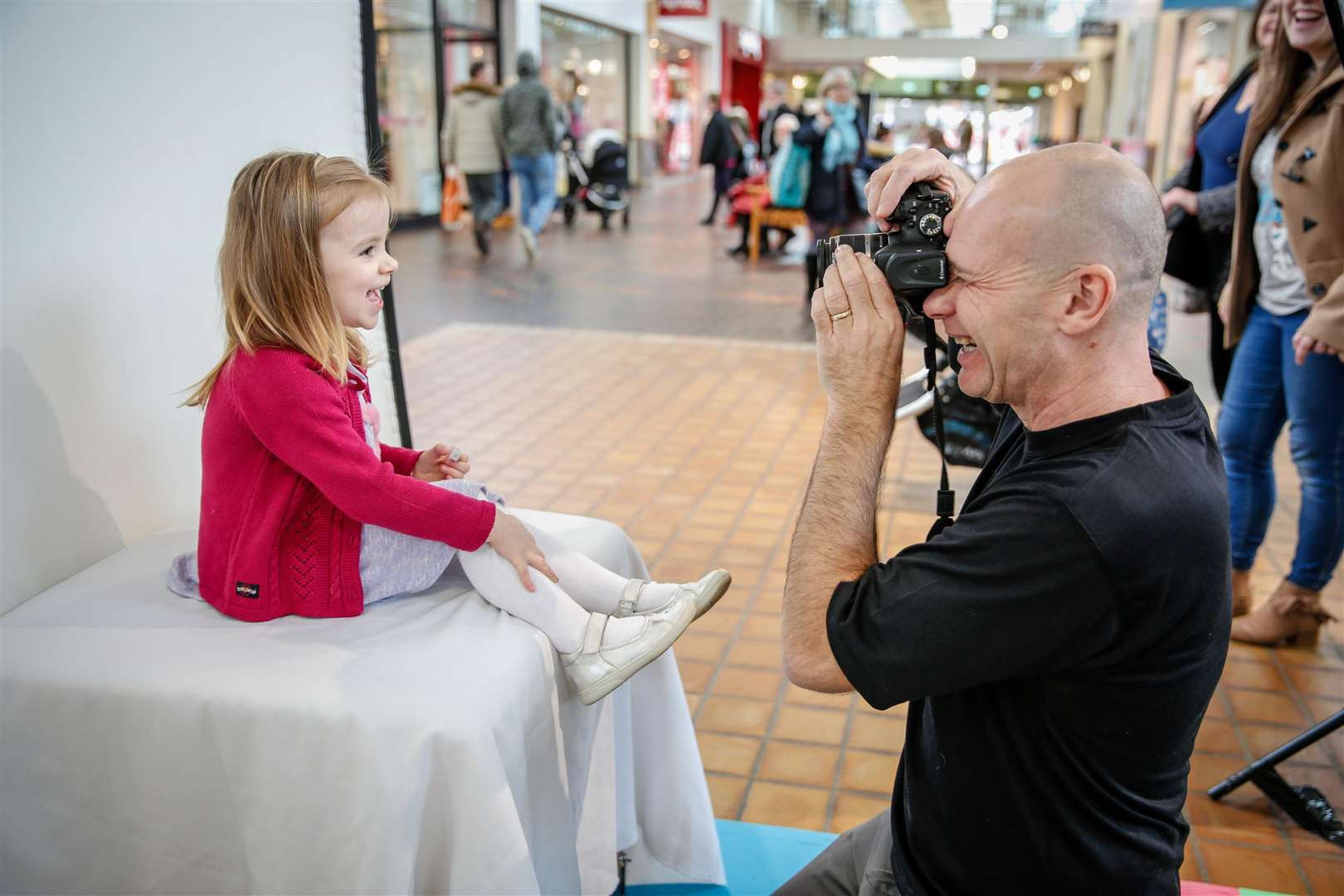 Cute Kids Launch at Hempstead Valley Shopping Centre. Poppy Hall poses for Cute Kids photographer Andy Nield. Picture: Matthew Walker. (7104095)