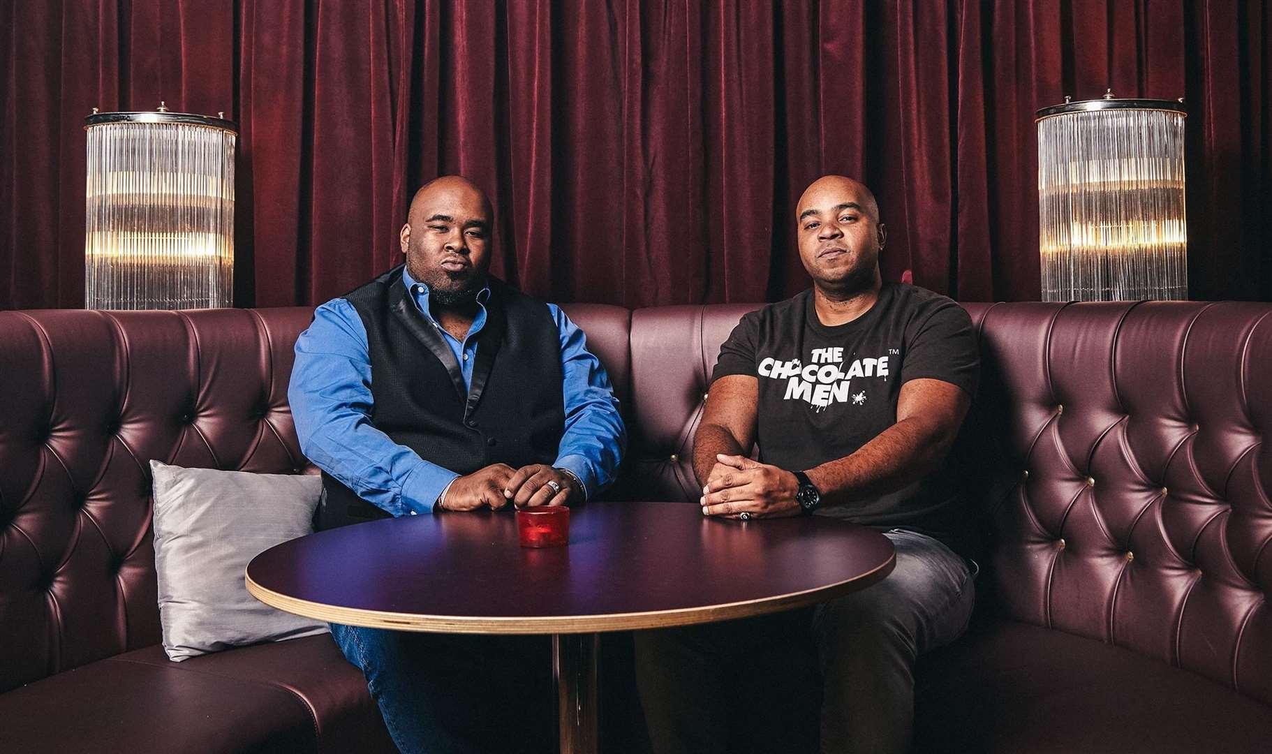 Louis François, à droite, et son partenaire commercial Dante Williams ont repéré une lacune sur le marché d'un spectacle entièrement noir et ont formé The Chocolate Men. Image: Canal 4
