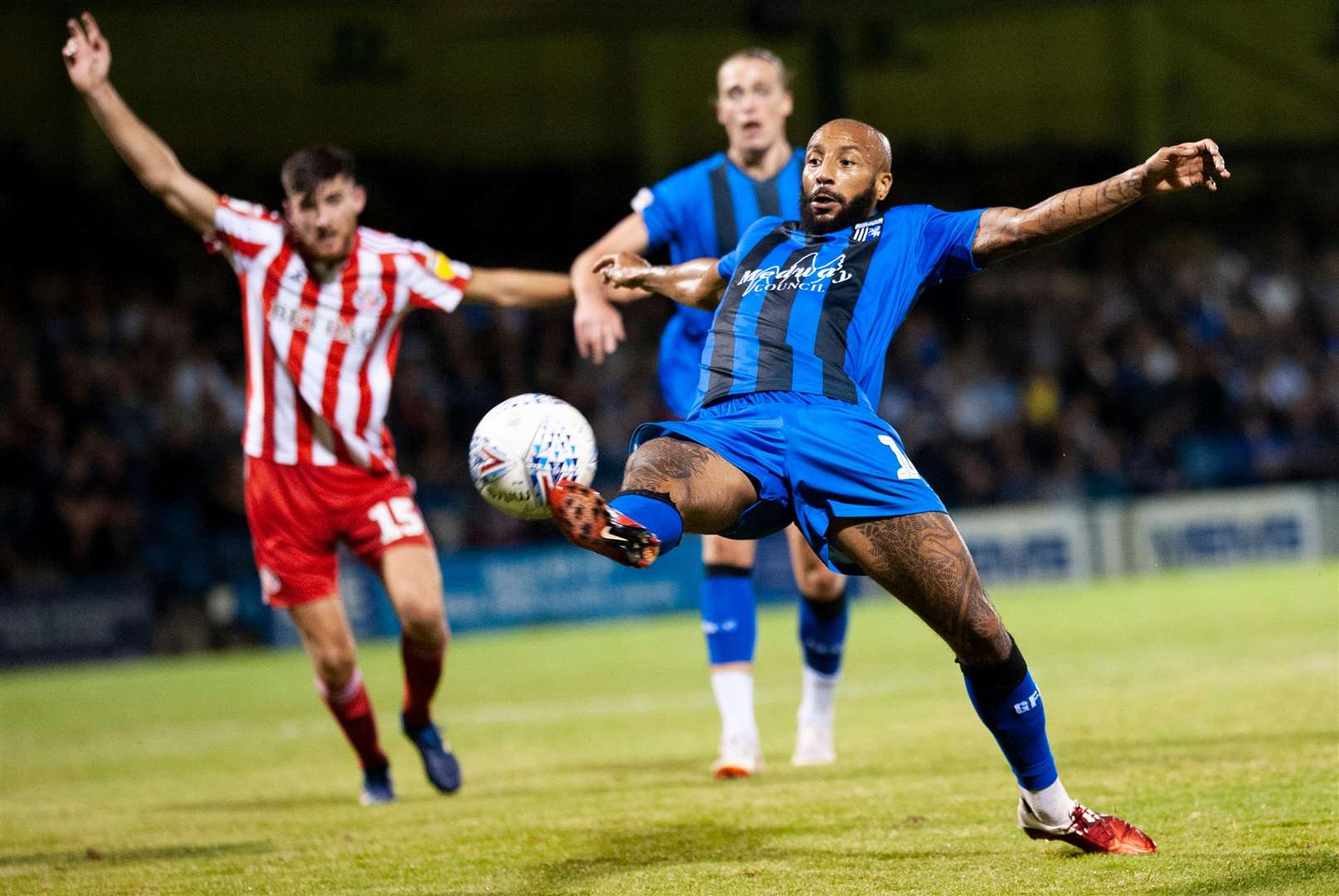 Josh Parker just fails to connect for Gills. Picture: Ady Kerry
