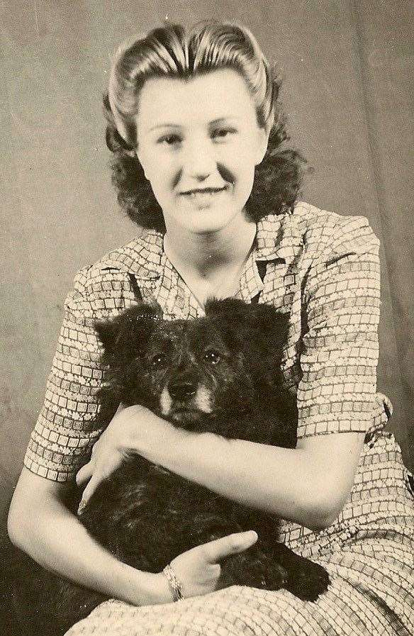Betty King and dog Mick (10358121)