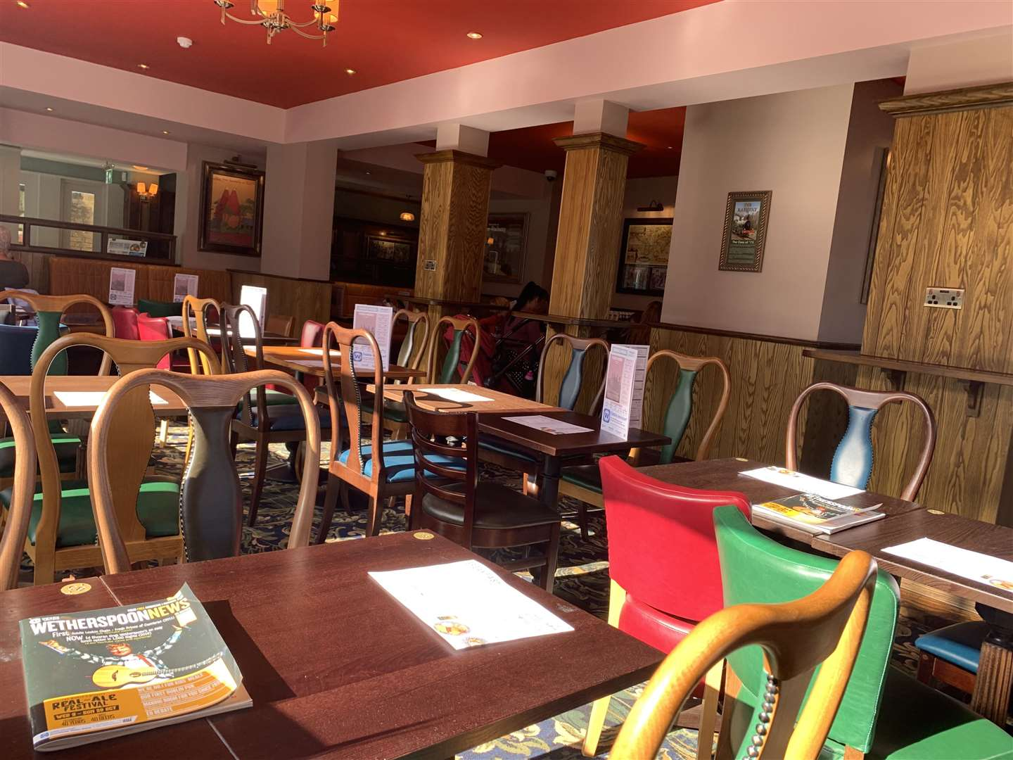 Inside the new Wetherspoon, The Railway in Station Road, Rainham (18009011)