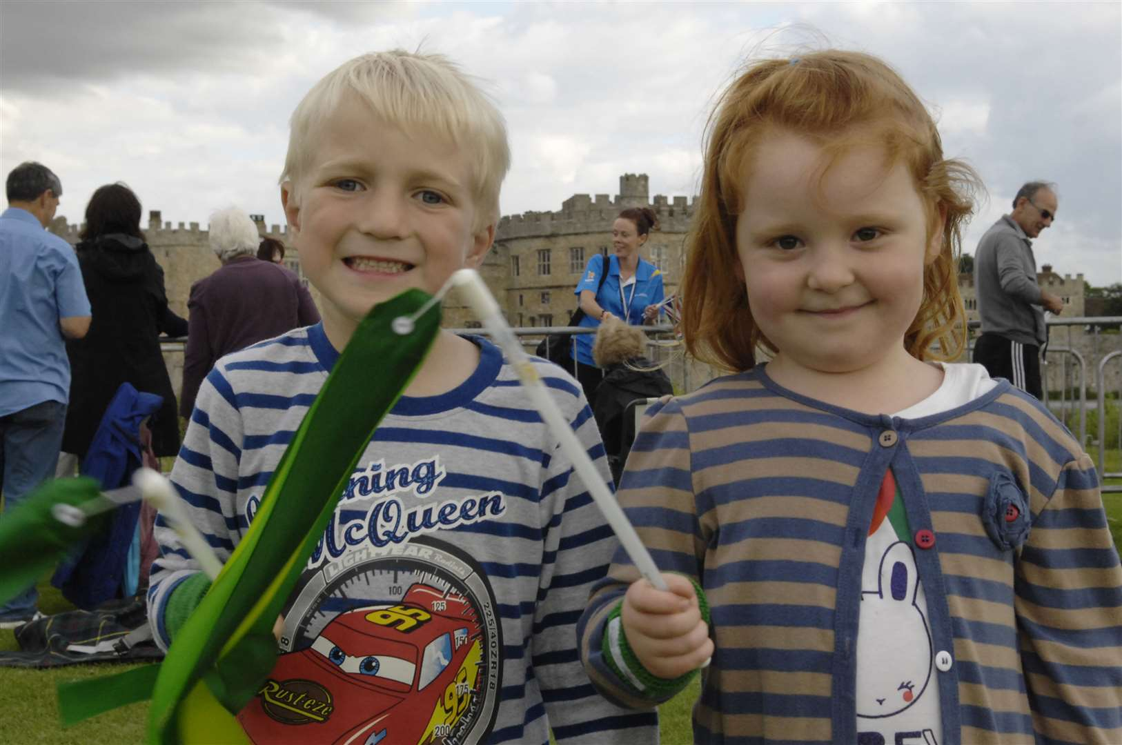 Thomas Harwood, four, and Ruby Scott, four, at Leeds Castle to see the torch