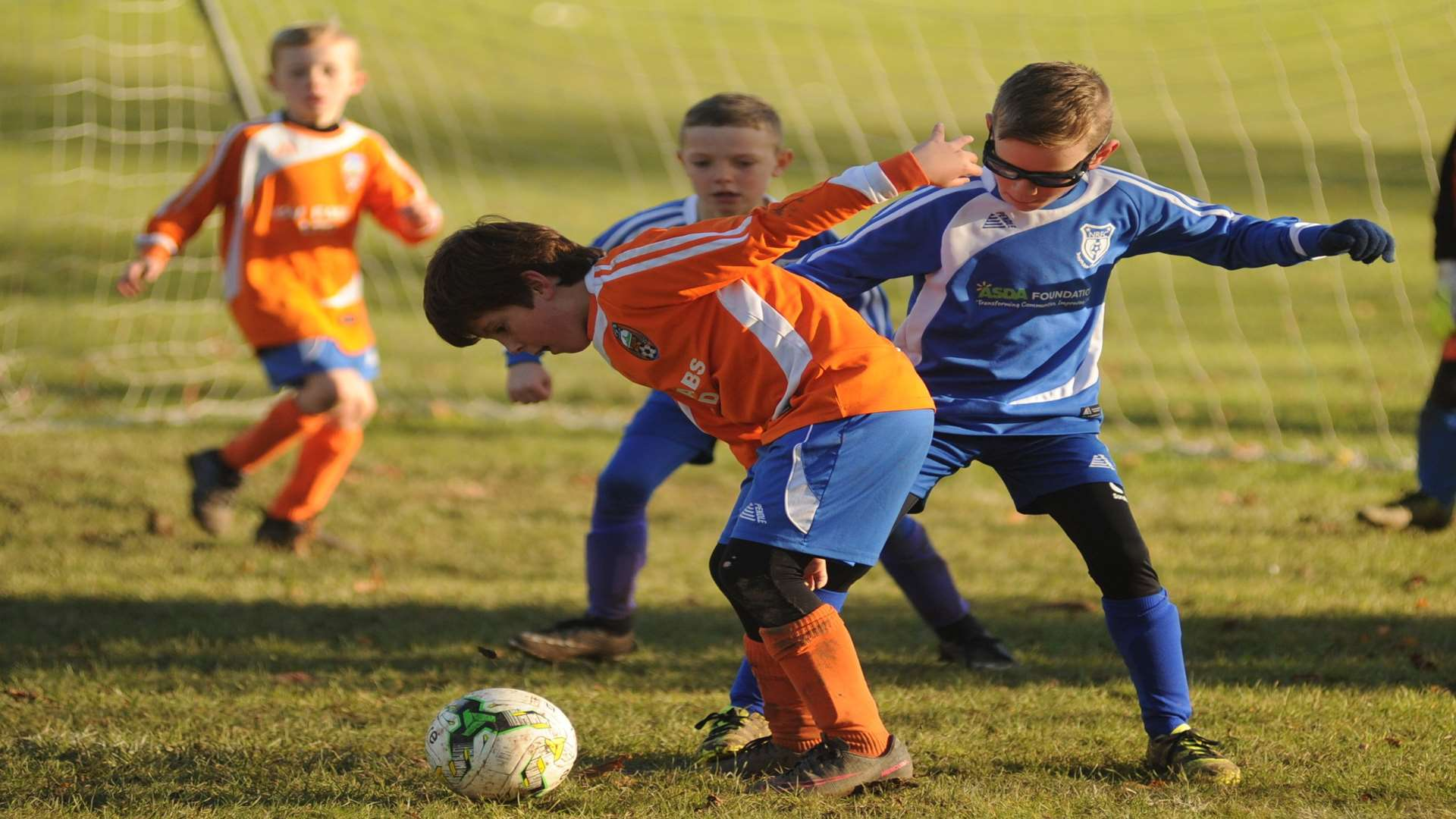 Cuxton 91 Scorpions under-8s in a tangle with New Road Giants under-8s Picture: Steve Crispe