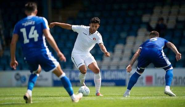 Macauley Bonne runs at Alfie Jones and Max Ehmer Picture: Ady Kerry (14058970)