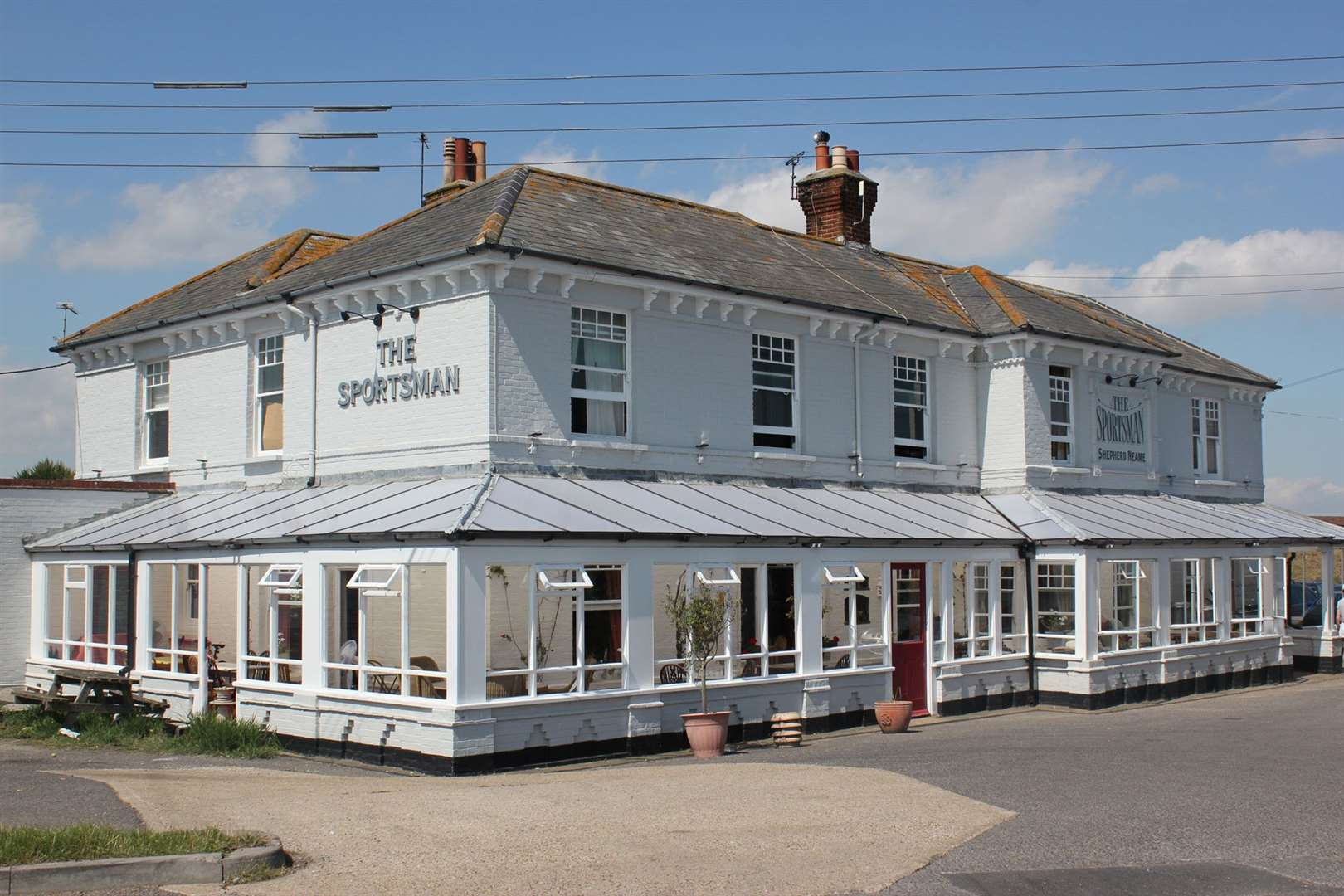 The Sportsman pub at Seasalter (27822272)