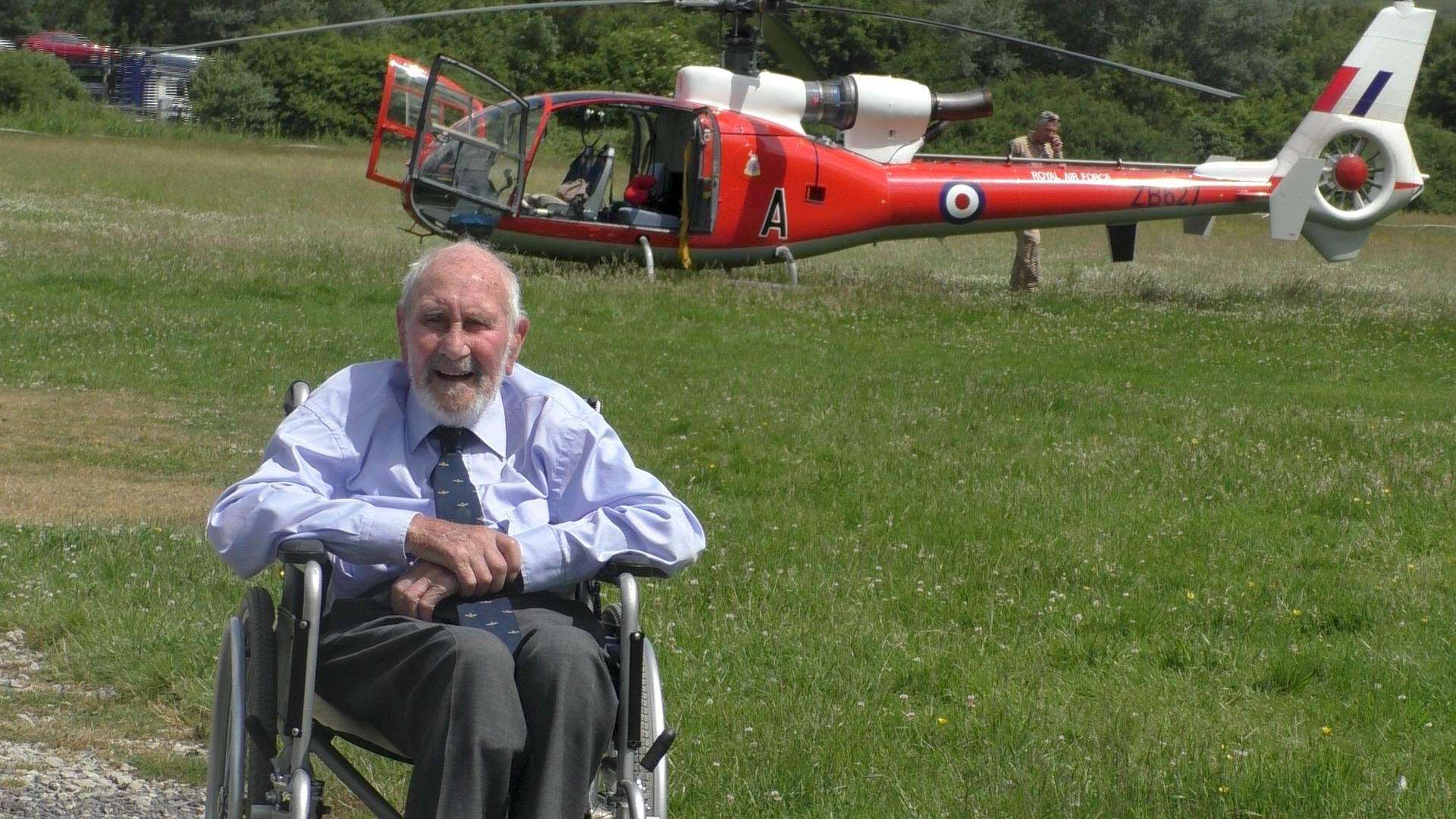 Des' comrade Ian Kerr-Bonner fly in by helicopter (2573522)