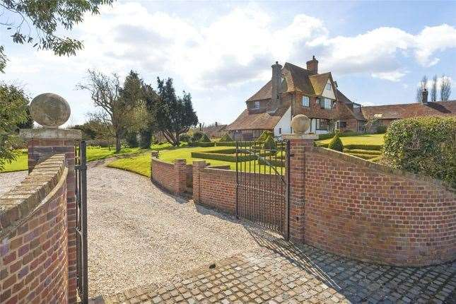 Six-bed detached house in Great Chart, Ashford. Picture: Zoopla / Strutt & Parker