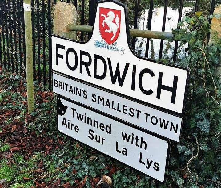A black cat has appeared on a sign in Fordwich. Picture: Nikki Burnett