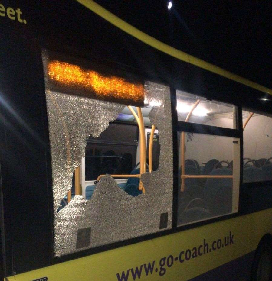 The 429 bus after being attacked with stones (21166014)