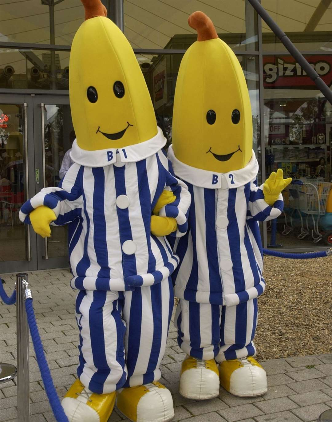 Bananas in Pyjamas at the outlet in 2002 - with gadget shop Gizmo pictured in the background
