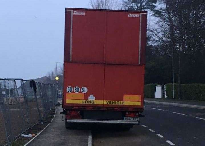Lorries parked in laybys on the A20 (7657007)