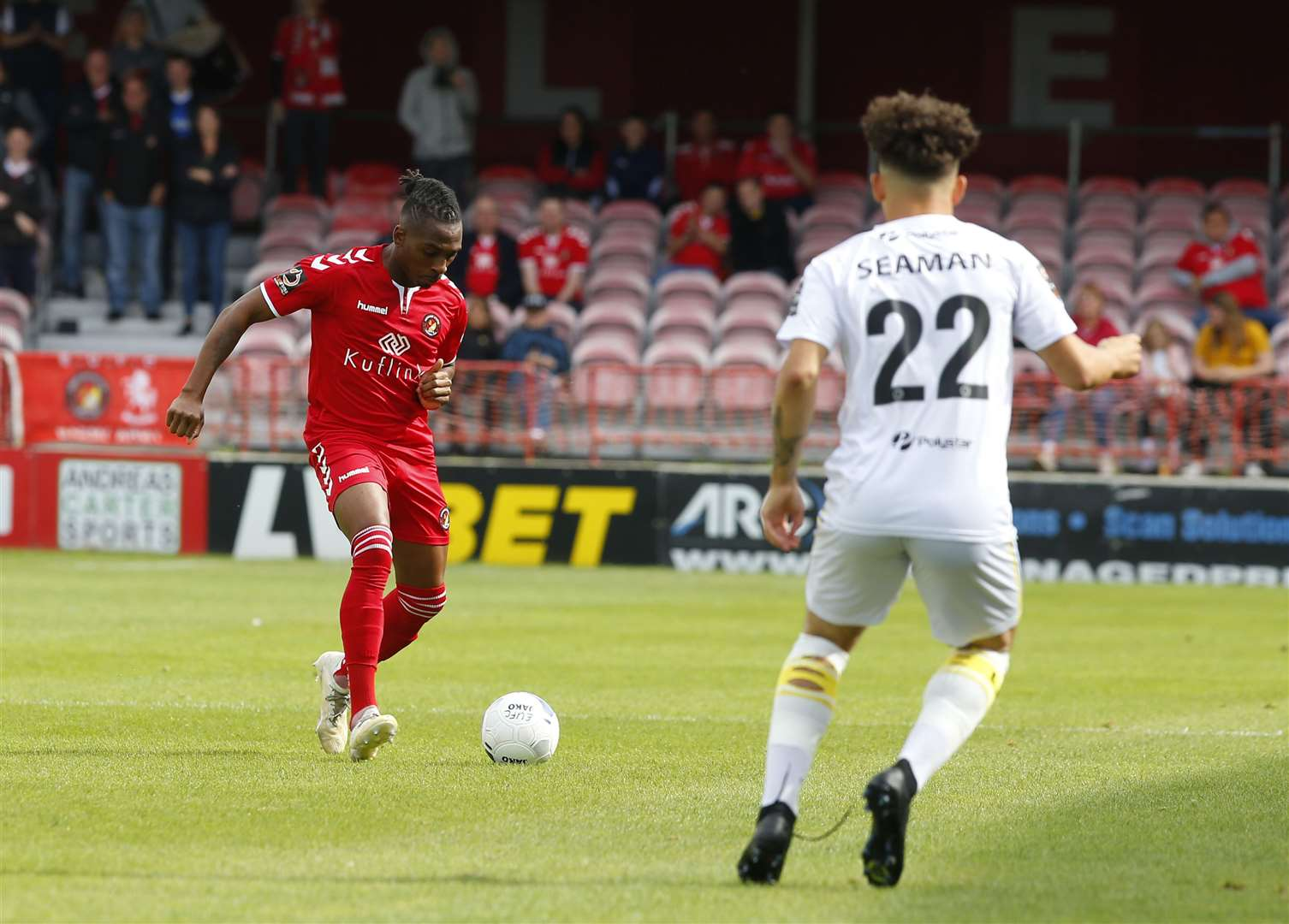 Ebbsfleet United (Red) v Eastleigh (White) in the National League.Pictured is Aswad Thomas in action against Eastleigh..Stonebridge Road, Northfleet, DA11 9GN.Picture: Andy Jones. (16246559)
