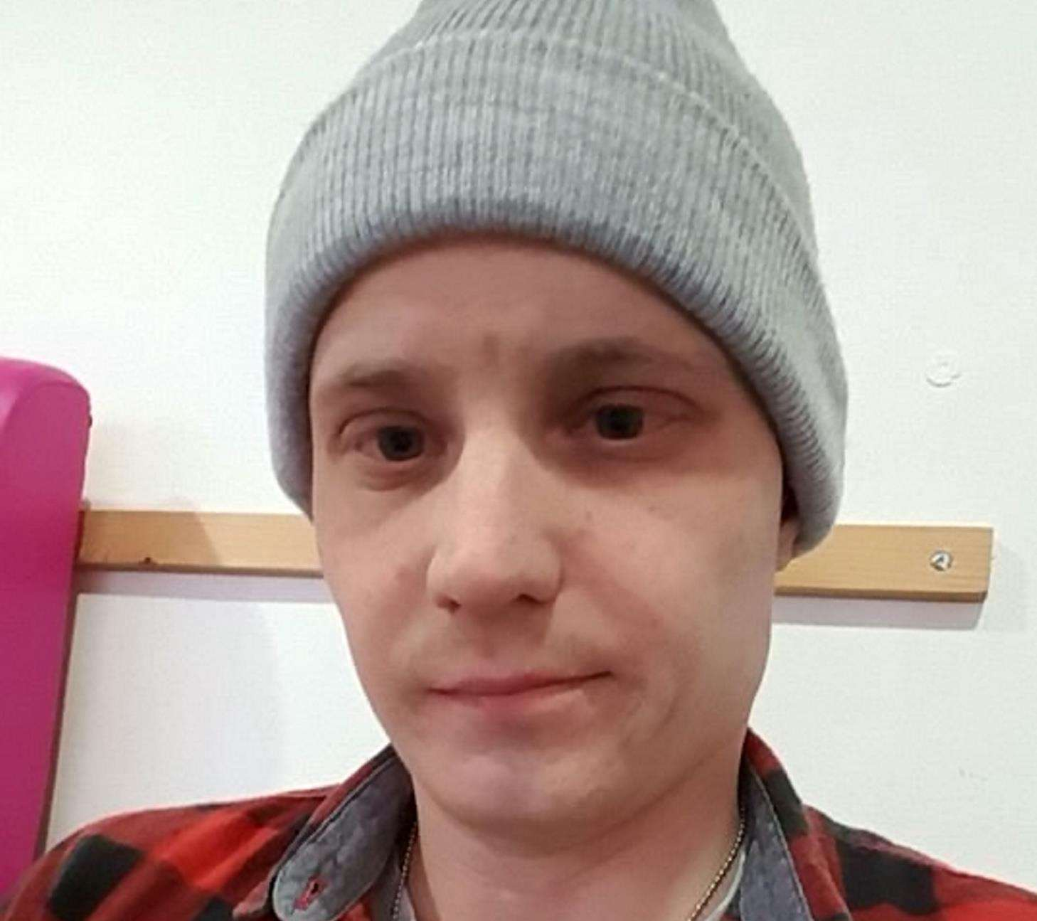 Simon Thompson underwent chemotherapy as he battled stage 4 Non Hodgkin's Lymphoma. Picture: SWNS