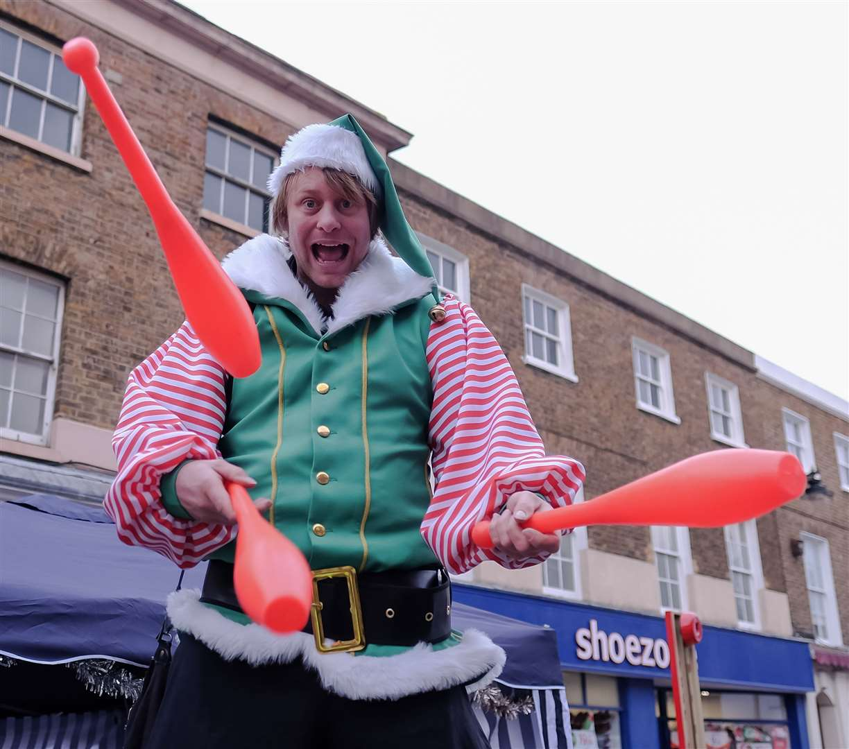 Giant juggling elf Allan Swan will be entertaining the youngsters at the Sheerness lights switch-on on Saturday (22863475)