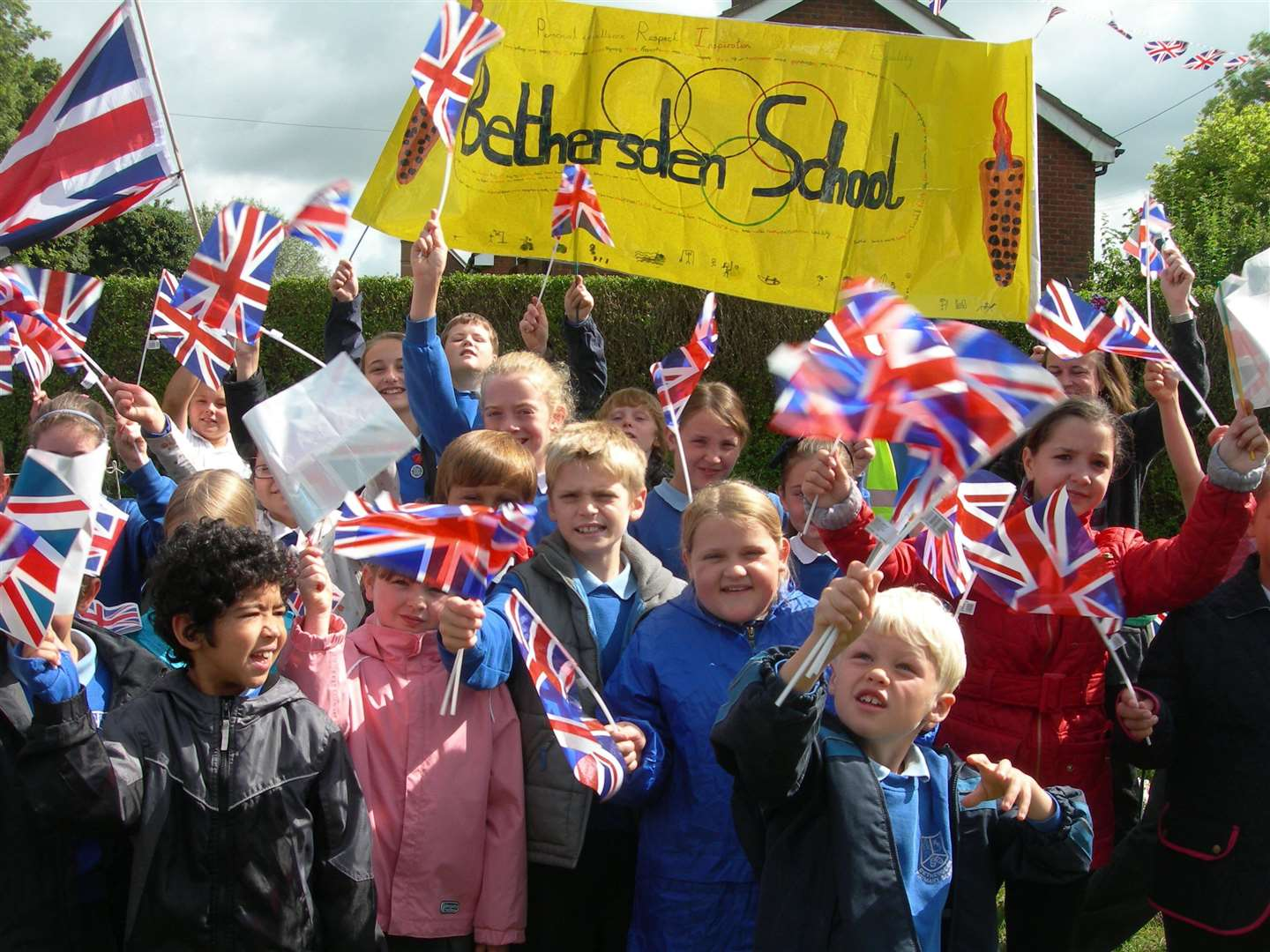 Bethersden Primary School pupils in Hamstreet for the Olympic torch relay