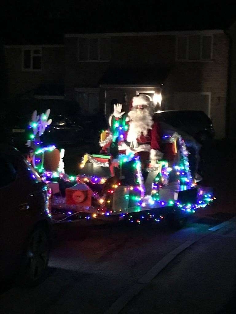 Santa on his sleigh in Leybourne(24690643)