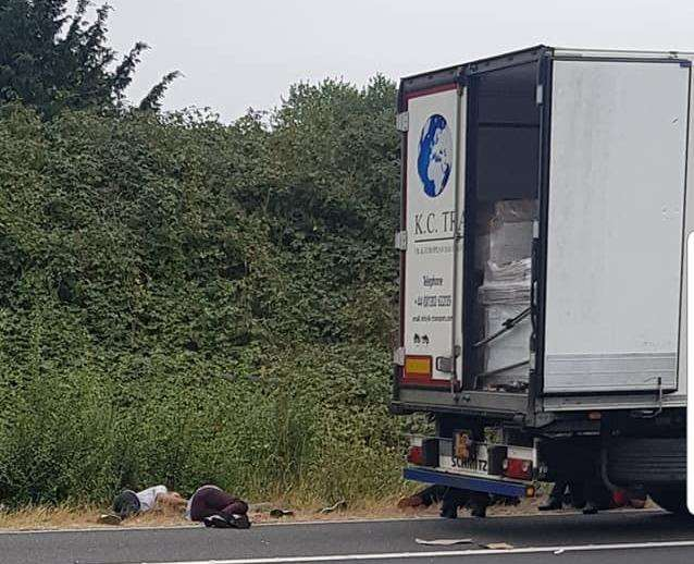 A lorry driver had found people in his vehicle. (3191145)