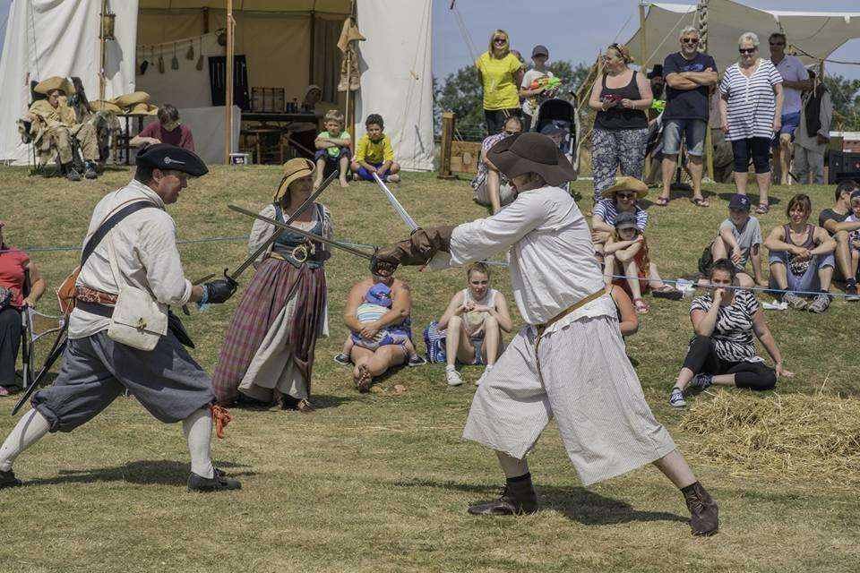 Sheppey Pirates sword-fight. Photo: James Medhurst (3431968)