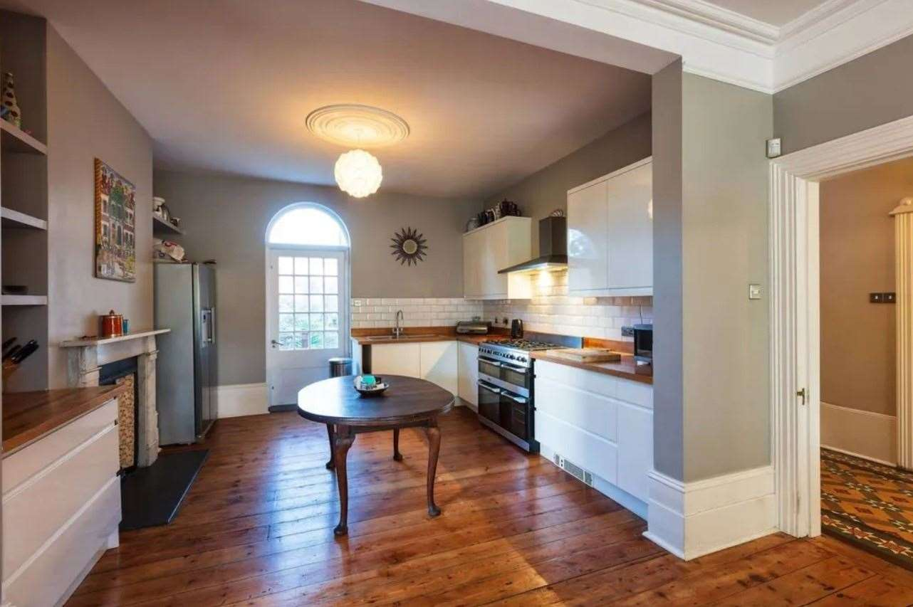 The fitted kitchen. Picture: Zoopla / Purple Bricks